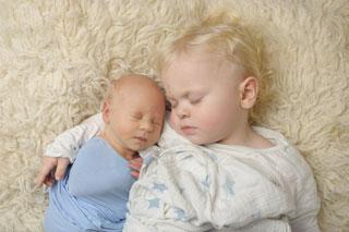 Preparing siblings for a newborn shoot